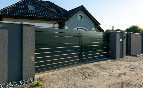 Realizacje bramy ogrodzeniowej na posesji