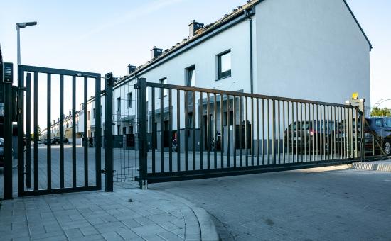 Osiedle ogrodzone bramą - realizacja Makpol