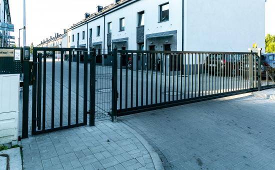 Realizacje bram ogrodzeniowych na osiedlach - Wrocław
