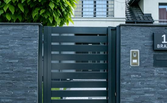 Realizacje ogrodzenia - drzwi